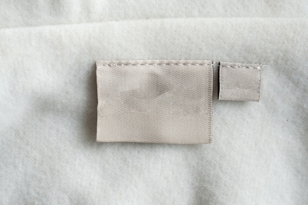 Etichetta di abbigliamento per la cura del bucato sulla trama del tessuto Foto Premium