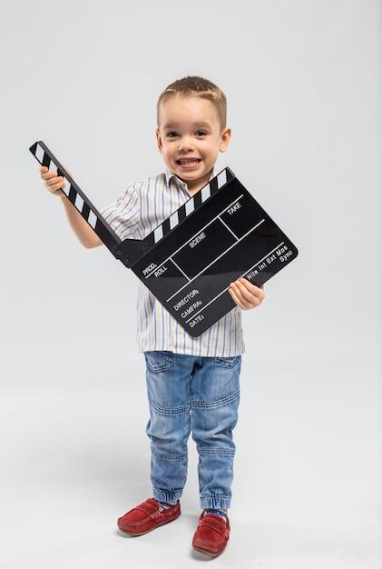 Ragazzino con ciak in studio Foto Premium