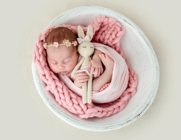 Adorabile neonato che dorme Foto Premium