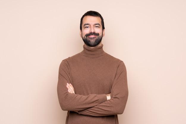 Uomo che tiene le braccia incrociate in posizione frontale Foto Premium