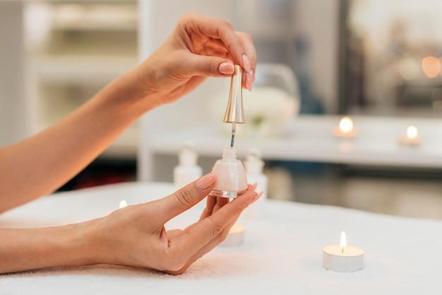 Manicure smalto per unghie cura sana Foto Premium