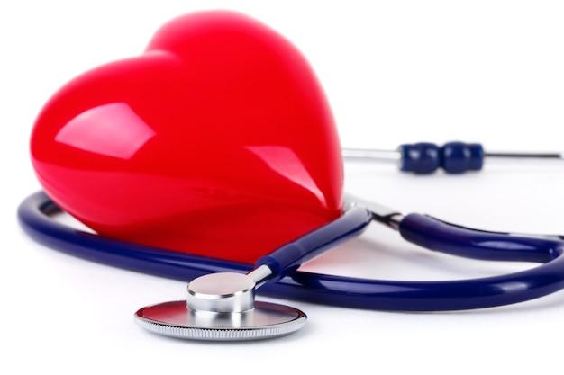 Stetoscopio medico e cuore rosso Foto Premium