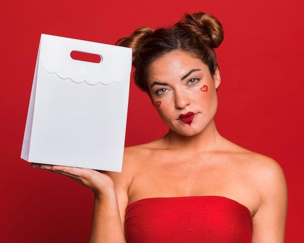 Borsa della holding della donna del colpo medio Foto Premium