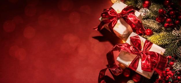 Buon natale e felice anno nuovo, vacanze auguri con sfondo sfocato bokeh Foto Premium