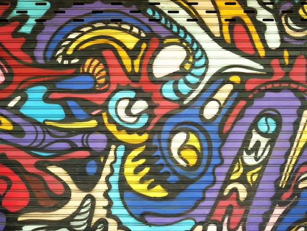 Cancello di metallo decorato con graffiti nello stile della cultura dell'arte di strada. trama di sfondo colorato Foto Premium