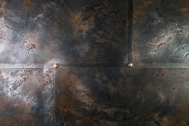 Struttura in metallo con rivetti e superficie arrugginita Foto Premium