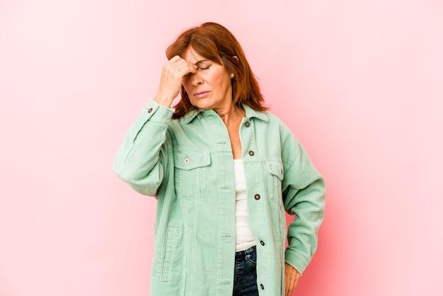 Donna di mezza età che esprime emozioni isolate Foto Premium