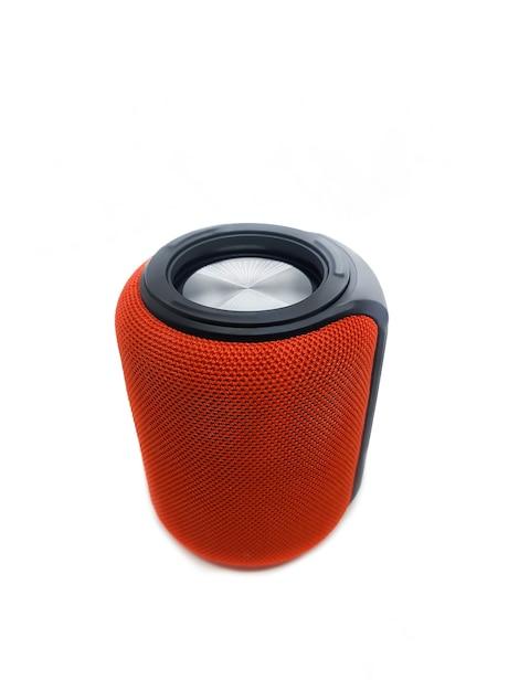 Mini altoparlante bluetooth rosso isolato Foto Premium
