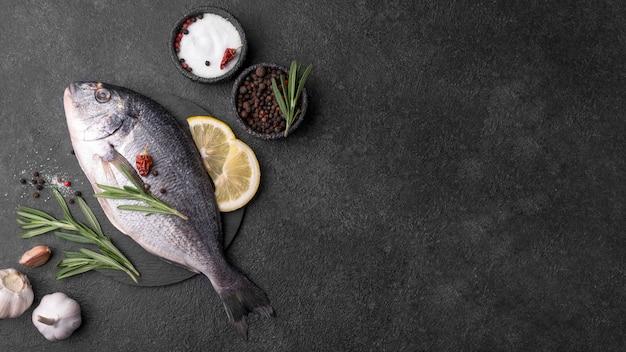 Pesce orata fresco minimalista Foto Premium