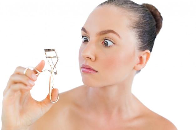 Modello con ciglia bigodino Foto Premium