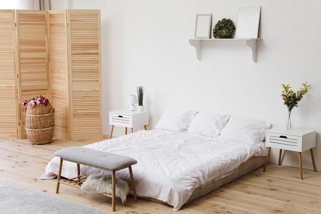 Moderna camera da letto minimalista luminosa Foto Premium