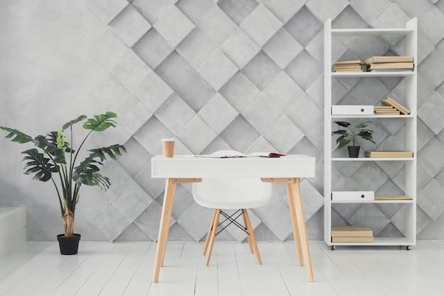 Area di lavoro moderna con uno sfondo futuristico Foto Premium