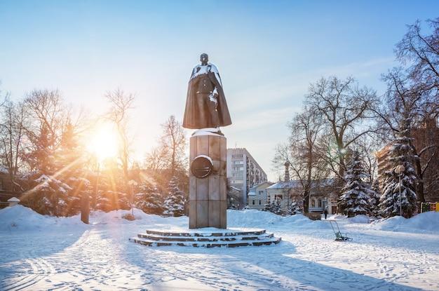 Monumento a peter nesterov a nizhny novgorod Foto Premium