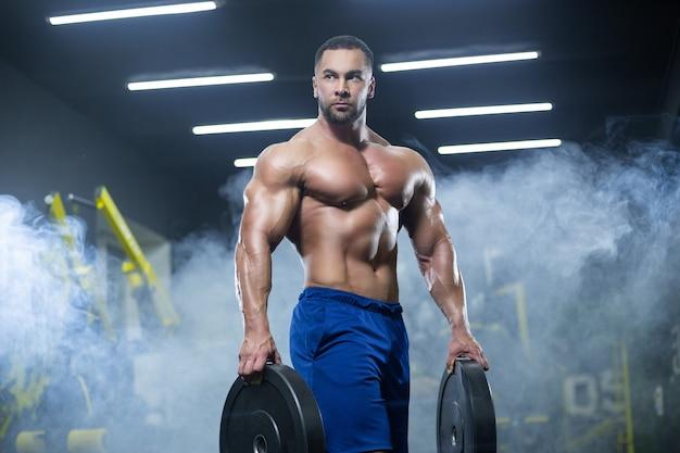 Allenamento bodybuilder muscolare Foto Premium