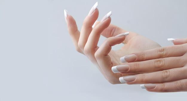 Estensione delle unghie francese Foto Premium