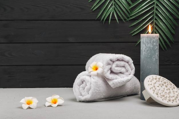 Elementi naturali per spa con candele Foto Premium