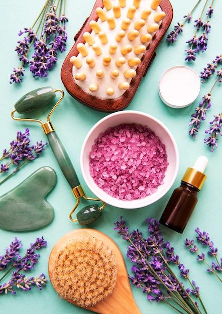 Cosmetico naturale biologico spa con lavanda. Foto Premium