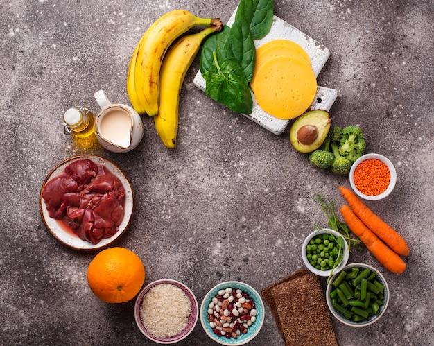 Fonti naturali di vitamina b9 Foto Premium