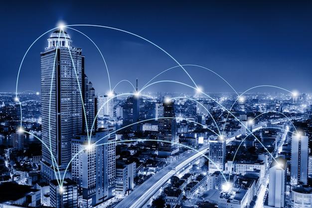 Le telecomunicazioni di rete e la comunicazione collegano il concetto. Foto Premium