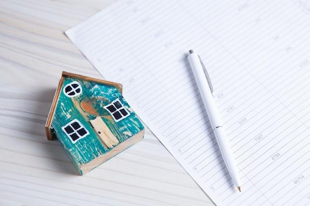 Nuovo contratto di acquisto casa. concetto di affari Foto Premium
