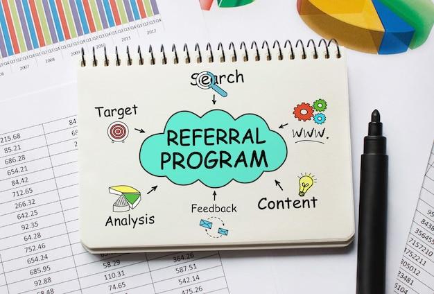 Notebook con strumenti e note sul programma di riferimento Foto Premium