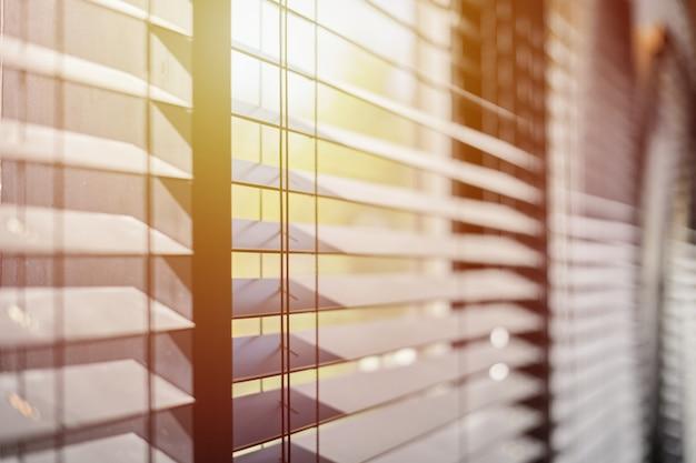 Tende da ufficio alla finestra Foto Premium