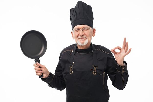 Ritratto del cuoco unico dell'uomo anziano Foto Premium