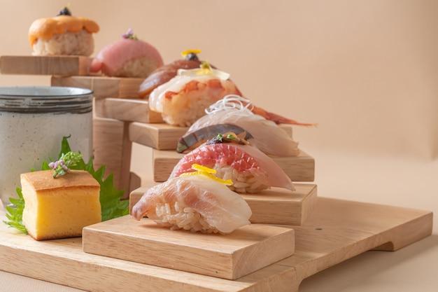 Omakase sushi premium set - stile di cibo giapponese Foto Premium