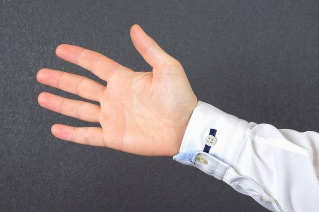 Aprire la mano dell'uomo in una camicia Foto Premium