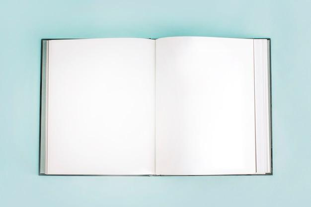 Aperto il quaderno vuoto Foto Premium