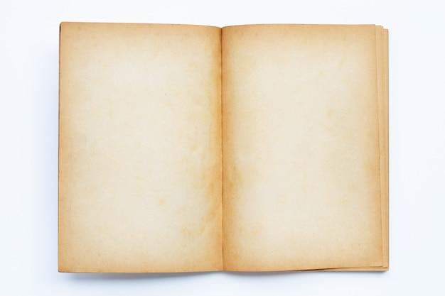 Vecchio libro aperto isolato su bianco Foto Premium