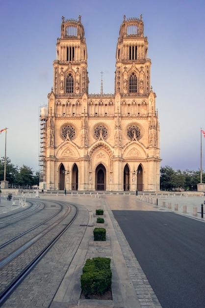 Cattedrale di orleans, francia. chiesa della santa croce, di culto cattolico sotto il patrocinio della santa croce di orleans. Foto Premium