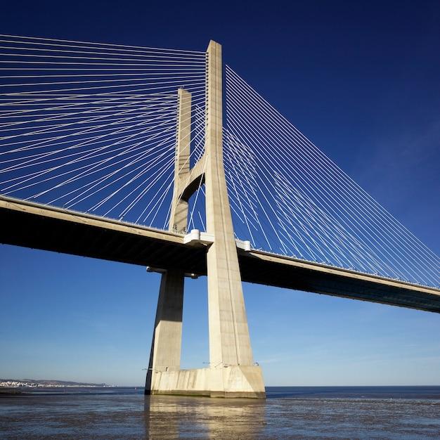 Parte del ponte vasco da gama a lisbona Foto Premium