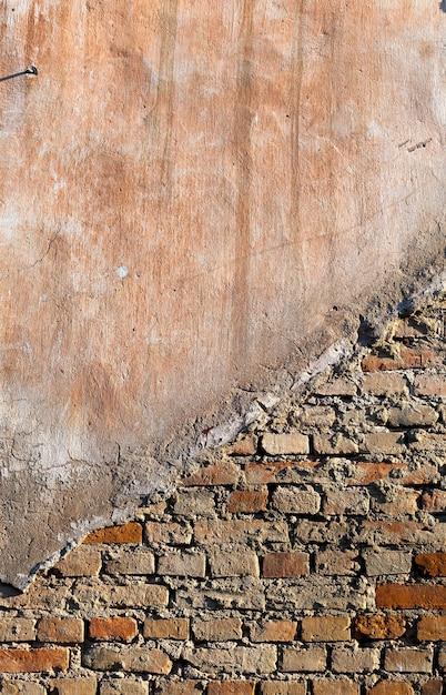 Parte del muro del vecchio edificio in mattoni Foto Premium