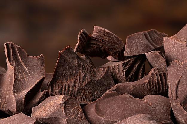 Pezzi di cioccolato fondente Foto Premium