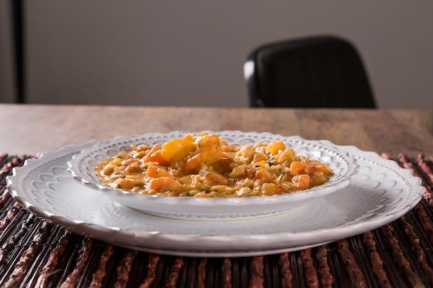 Pitu con aglio e olio, una specie di delizioso crostaceo! Foto Premium