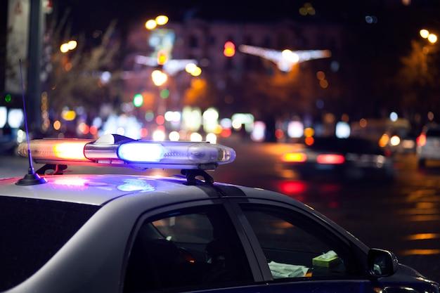 Auto della polizia di notte Foto Premium