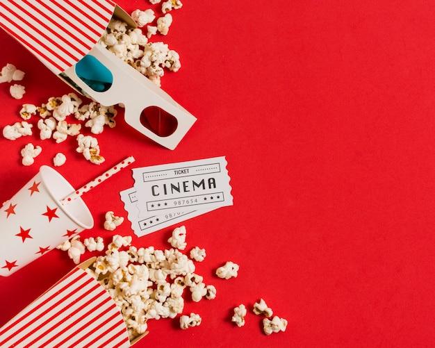 Popcorn e succo di frutta per il tempo del film Foto Premium