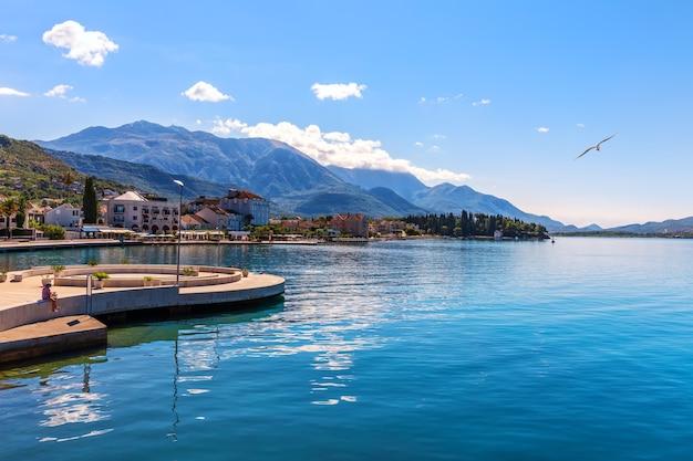 Marina di porto montenegro, tivat, splendida vista estiva Foto Premium