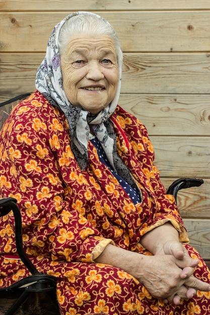 Ritratto di una donna anziana Foto Premium