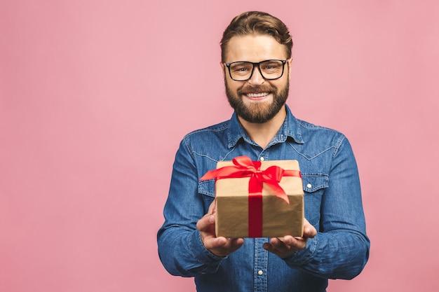 Ritratto di un uomo con una scatola presente Foto Premium