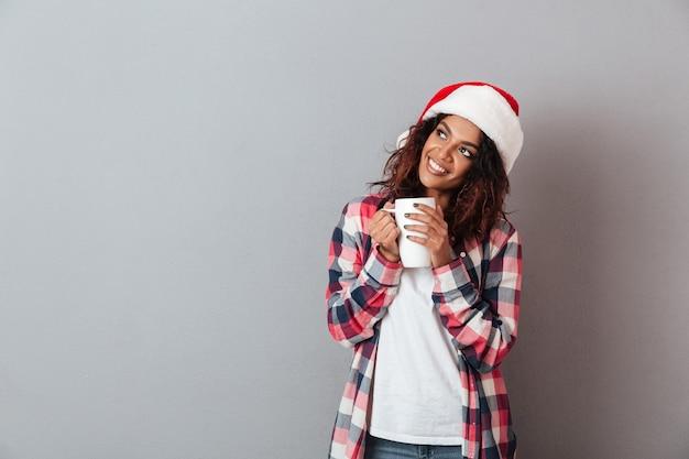 Ritratto di una ragazza africana abbastanza giovane Foto Premium