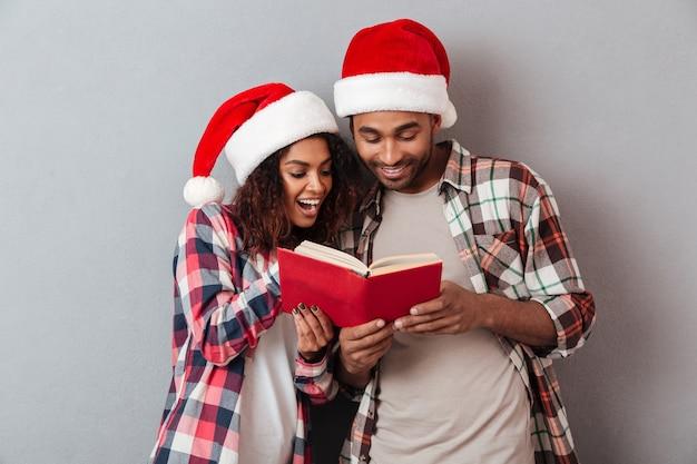 Ritratto di una giovane coppia africana sorridente Foto Premium