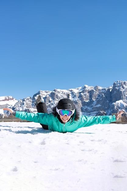 Ritratto di donna a sky resort Foto Premium