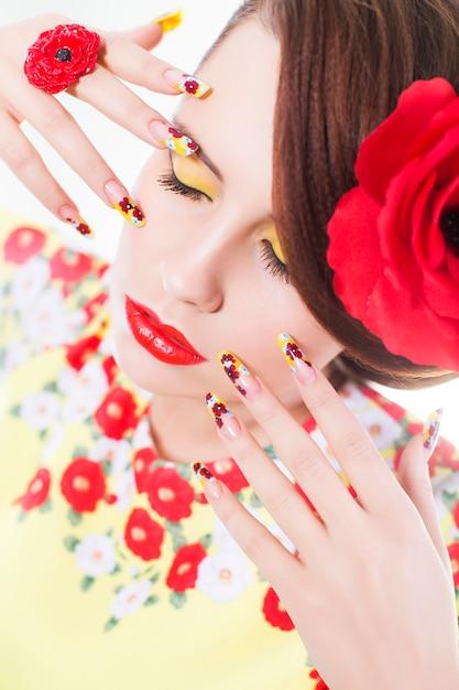 Ritratto di una donna con le labbra rosse Foto Premium