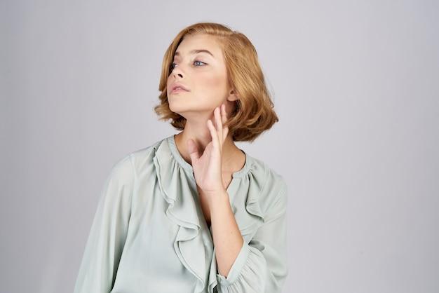 Bella donna con i capelli corti Foto Premium