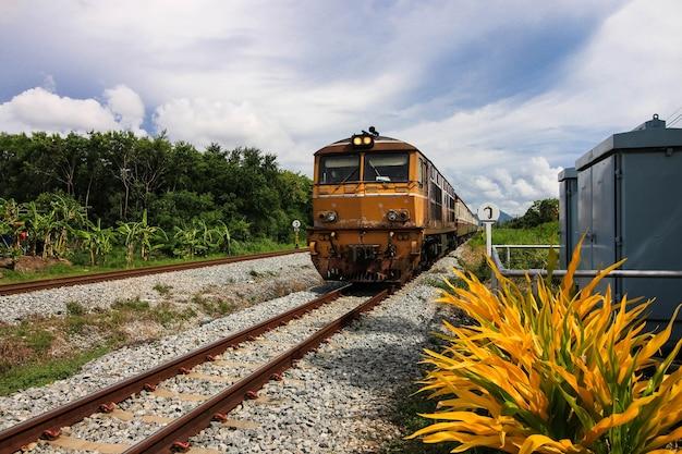 Ferrovia, treno Foto Premium