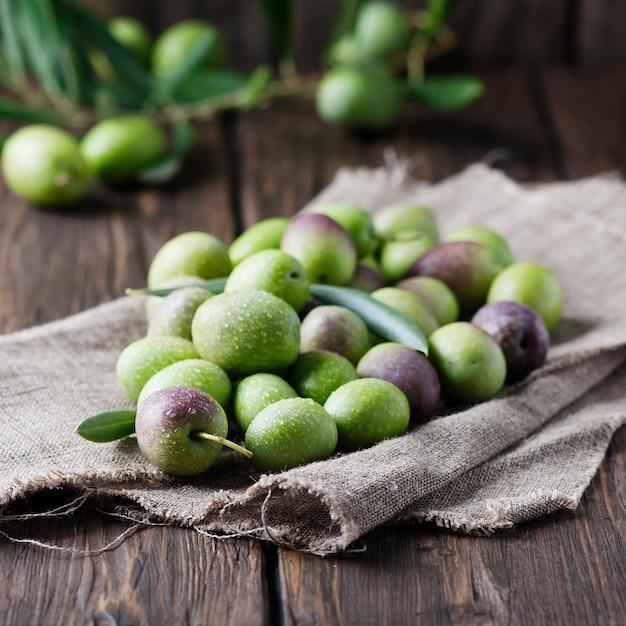 Olive crude per fare olio Foto Premium