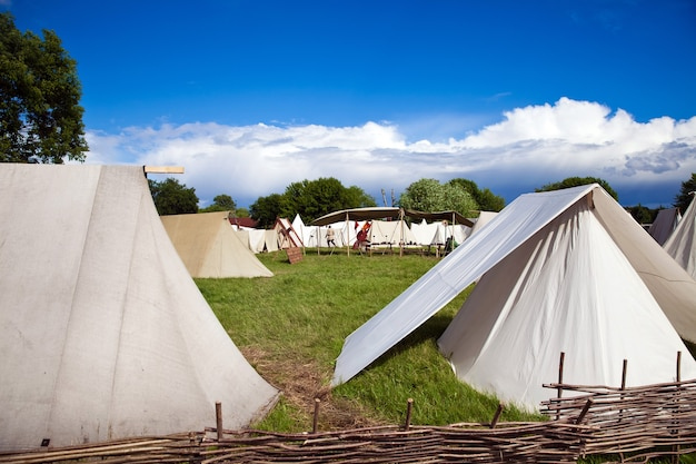 Ricostruzione dei tempi antichi, il campo tendato Foto Premium