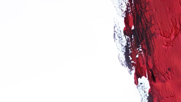 Tratto di pennello rosso su sfondo bianco Foto Premium